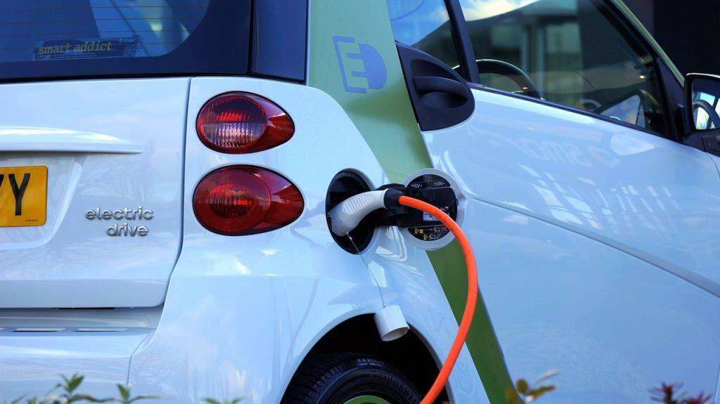 Voiture électrique contre voiture essence ou Diesel, quelle est la plus polluante ?